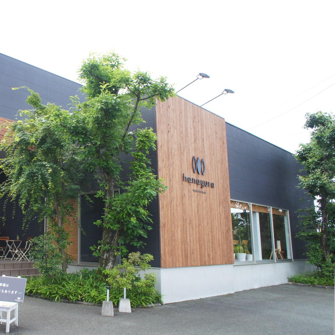 熊本県菊陽町のインテリア家具専門店「hanayura」外観